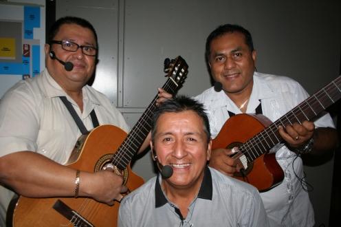 Músicos que interpretaron meldías peruanas. Foto: Patricia Morales Betancourt