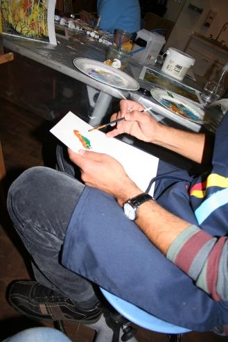 Profesor indicando el proceso de aplicación. Foto: Patricia Morales Betancourt